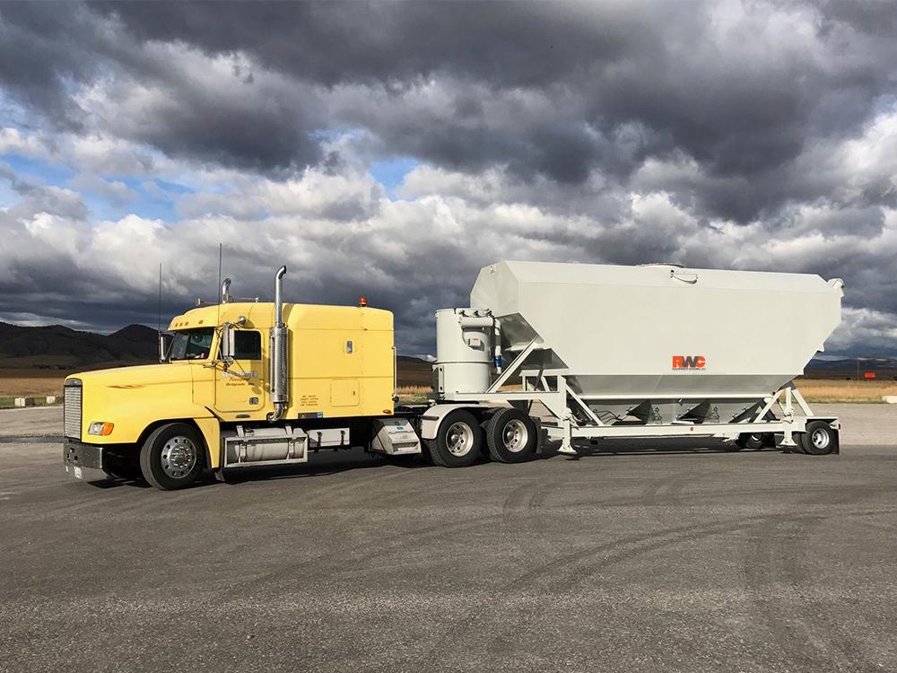 Low profile portable silo in transit